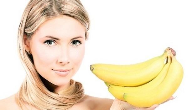 девушка и бананы