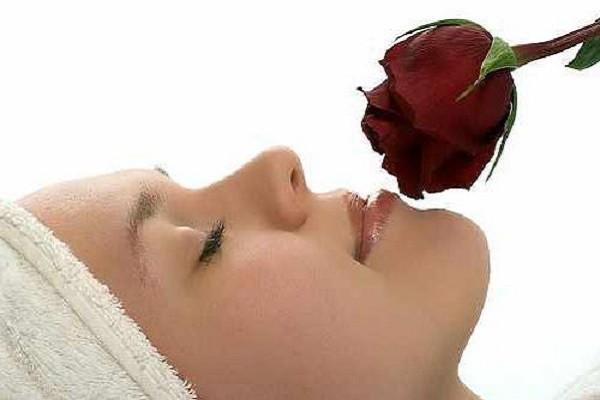 роза и девушка
