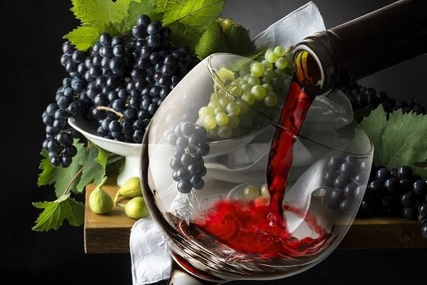 красное вино и виноград фото